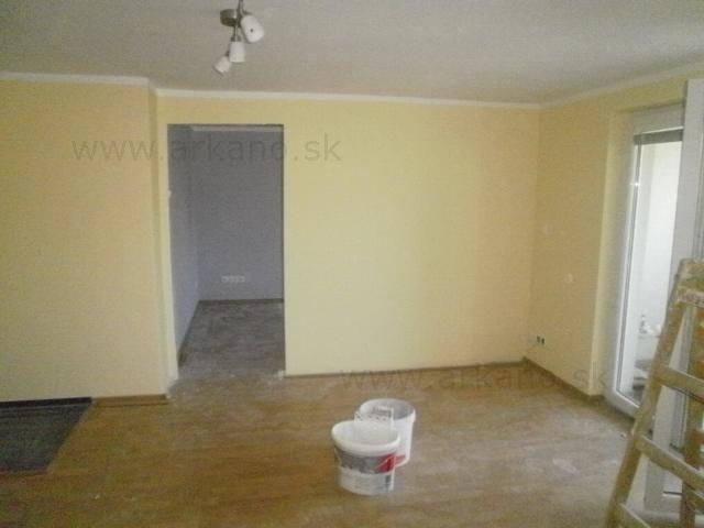 rekonštrukcia domu - stierkovanie, maliarske práce, montáž sadrokartónu, položenie plávajúcej podlahy, položenie dlažby, montáž sadrokartónovej priečky