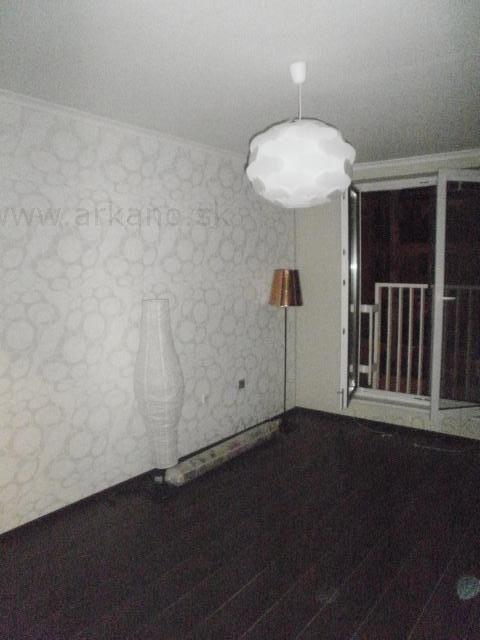 rekonštrukcia izby - stierkovanie, malovanie, podlahy, montáž zariadení, tapetovanie